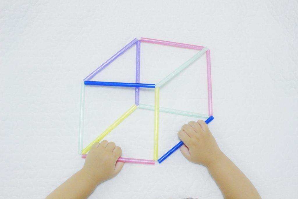 ストローの幾何学オブジェ